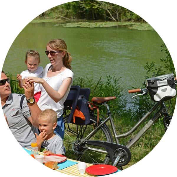 pique nique randonnée vélo au camping de l'étang des forges