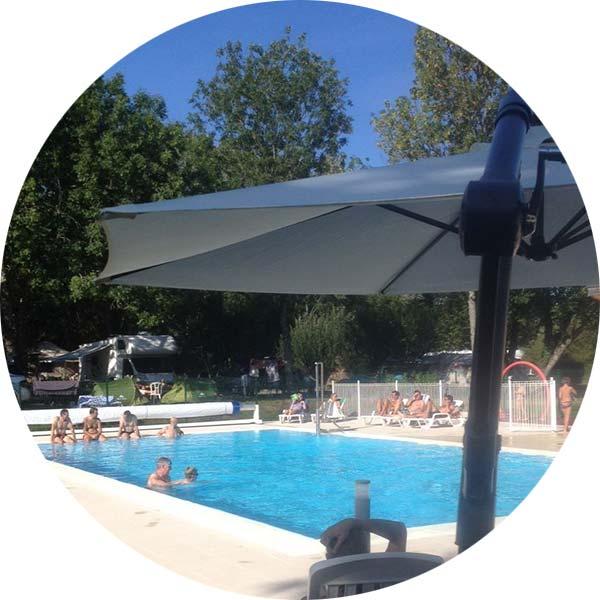 la piscine chauffée du camping de l'étang des forges